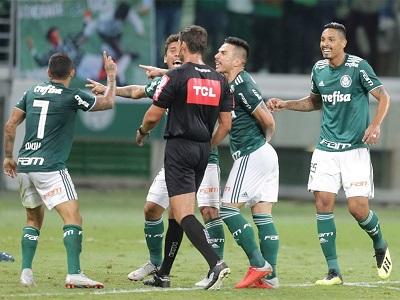 Wagner Reway anula gol legítimo de Antônio Carlos