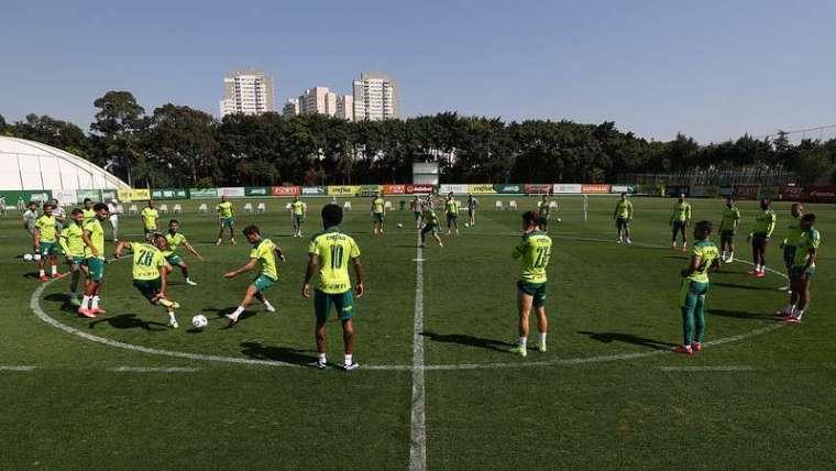 Elenco do Palmeiras treina na Academia de Futebol