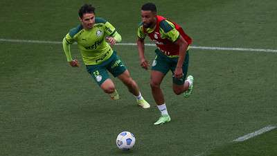 Raphael Veiga e Jorge, durante treino do Palmeiras, na Academia de Futebol.