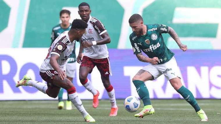 Zé Rafael em jogo do Palmeiras contra o Flamengo, pelo Brasileirão 2021, no Allianz Parque.