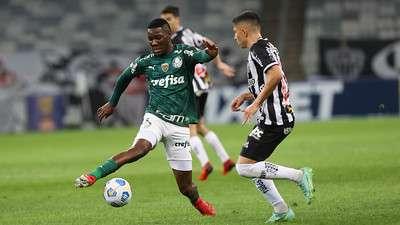 Patrick de Paula em jogo do Palmeiras, contra o Atlético-MG, durante partida válida pela décima sexta rodada do Brasileirão 2021, no Mineirão.