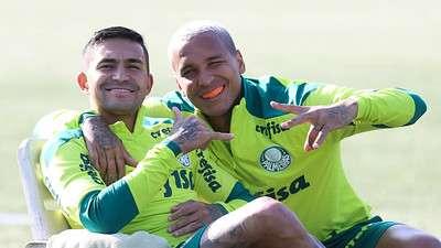 Dudu e Deyverson durante treino do Palmeiras, na Academia de Futebol.
