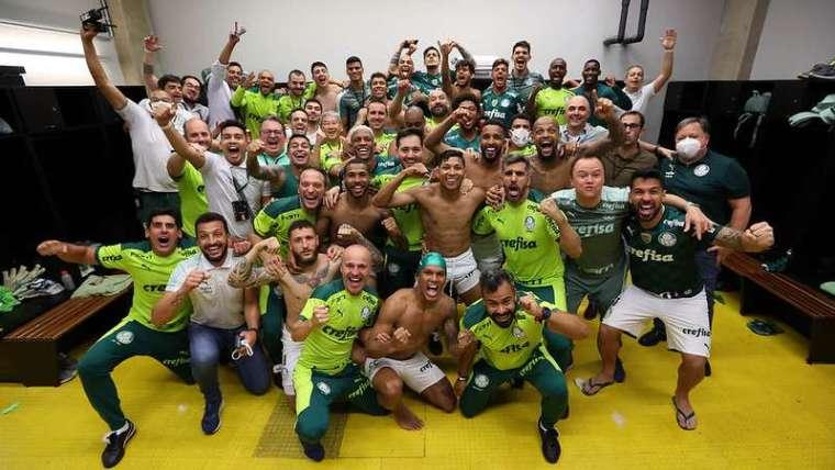 Foto: bastidores da comemoração do elenco do Palmeiras após classificação para final da Libertadores 2021.