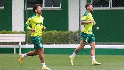 Marcos Rocha e Zé Rafael durante treino do Palmeiras, na Academia de Futebol.