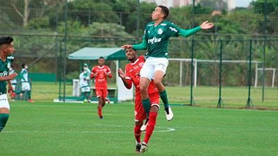 Equipe Sub-16 do Palmeiras durante partida contra o Audax, válida pela Paulista Cup.
