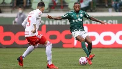 Luiz Adriano em jogo do Palmeiras contra o Internacional, durante partida válida pela vigésima sétima rodada do Brasileirão 2021, no Allianz Parque.