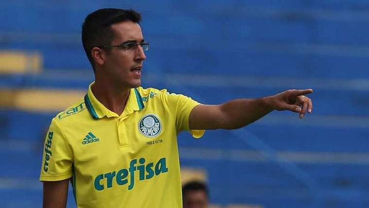 Paulo Victor Gomes é o novo técnico do Sub-20 do Palmeiras. PV chegou a treinar a categoria Sub-15 do Verdão e, anteriormente, estava comandando a Seleção Brasileira Sub-17.