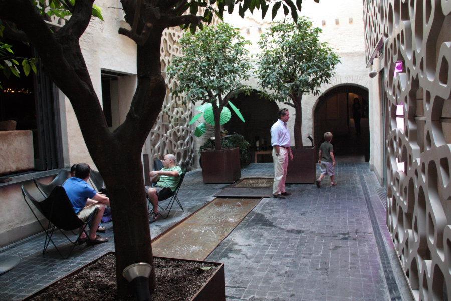 Ejemplos de Jardines :  Patio Hotel Eme