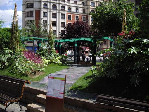 The magic giant beans- Bilbao jardín 2011