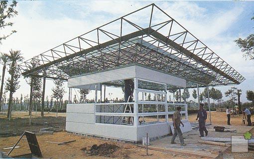 Edificio modular Expo92 en construcción,