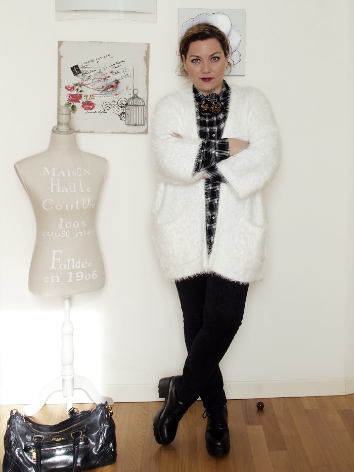 VerdementaBlog-outfit-curvy-bianco-e-nero-cardigan peloso-1