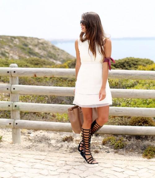 come indossare i sandali alla schiava o gladiators