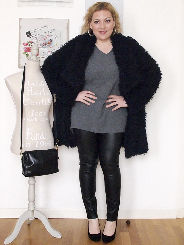 outfit curvy con pantaloni in pelle -12