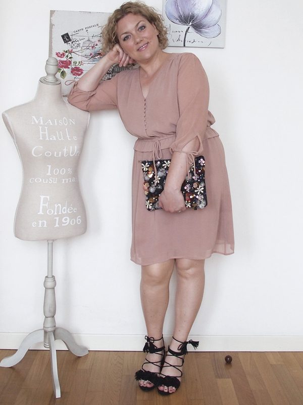 outfit-curvy-abito-rosa_07