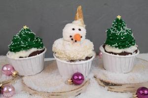 Weihnachtsbaum-Cupcake und Schneemann-Cupcake