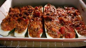 Gefüllte Zucchini mit Bolognese Sauce