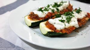 Gefüllte Zucchini mit Bolognese Hackfleisch Sauce