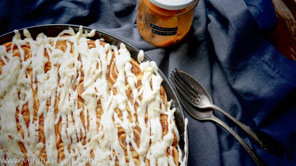 pumpkin cinnamon rolls 10