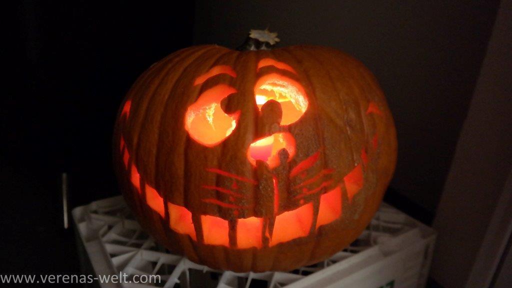 Halloween Kürbis schnitzen: Grinsekatze