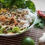 Summer Roll Bowl mit Erdnuss-Limetten-Dressing