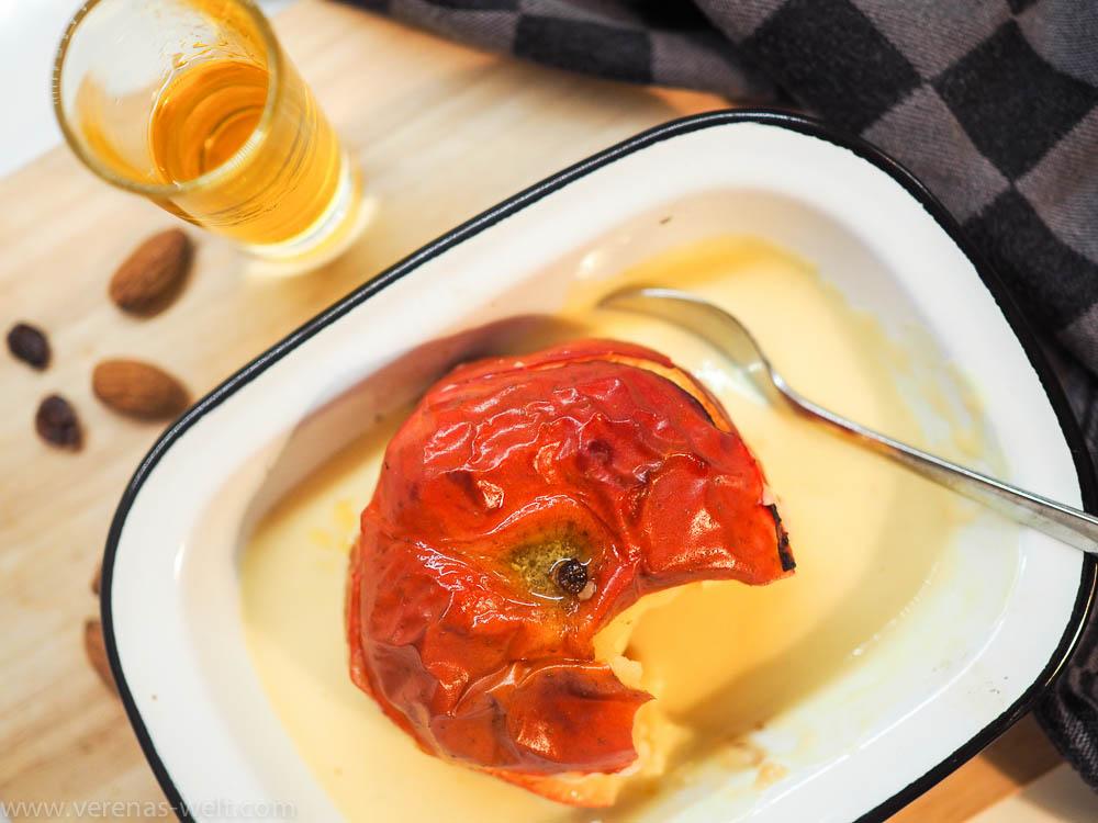Beschwipster Bratapfel mit 43er-Likör und Vanillesauce