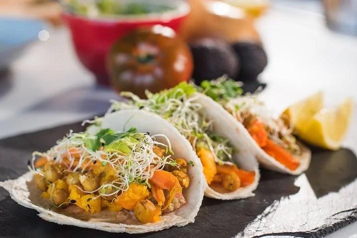 Tacos de calabaza, guacamole y germinados - Veritas