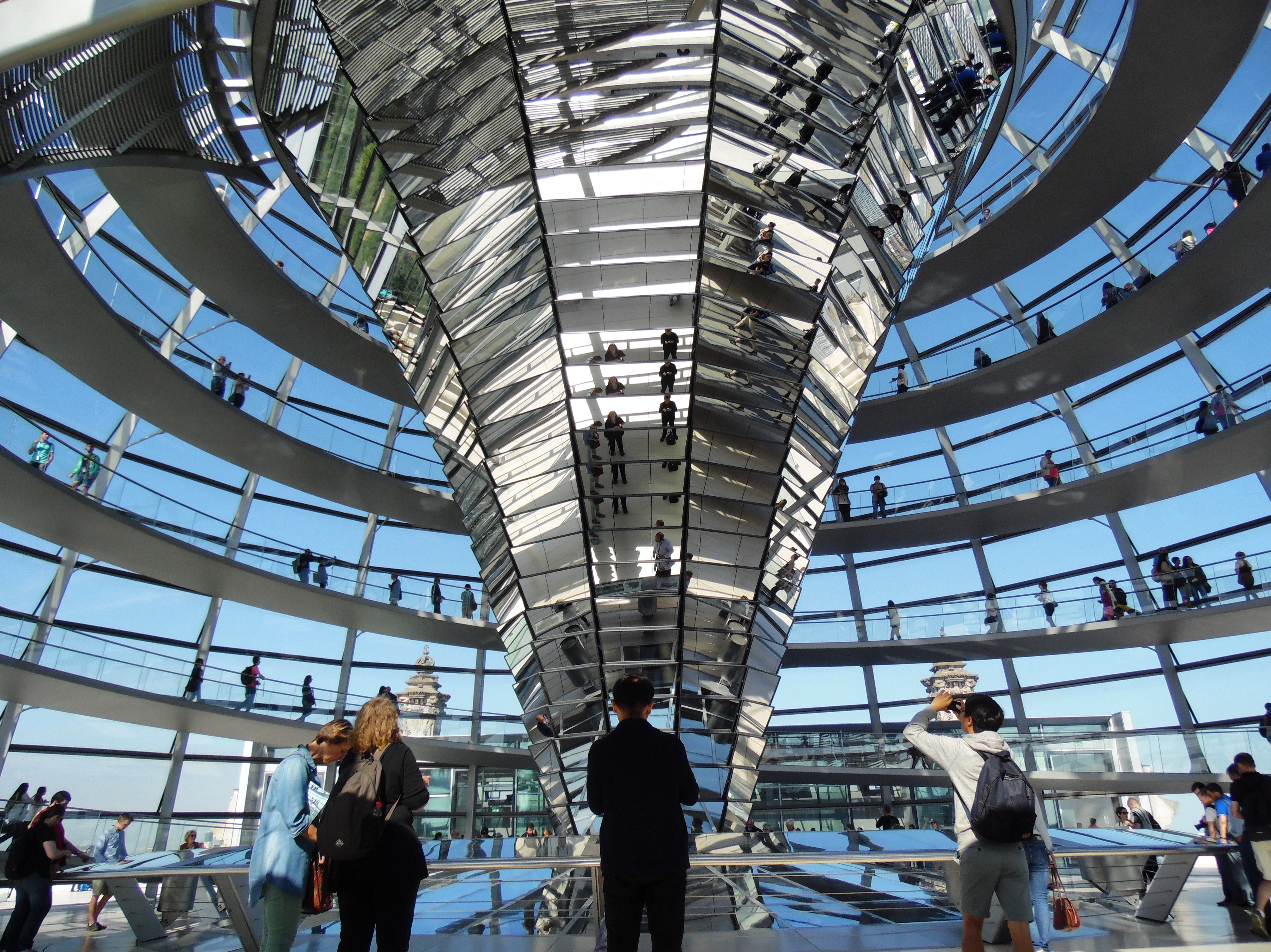 Inspire a Visit to Berlin Reichstag Building