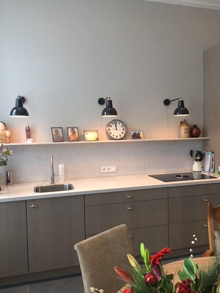 Binnenkijker zwarte wandlampen 3x Koln wandlamp customized rechthoek - Verlichting van Toen