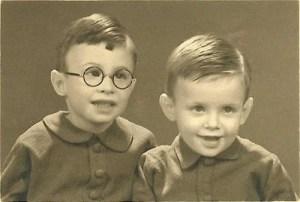 Warner Simeon Bros en zijn broertje Martin Ido Bros (privécollectie, Digitaal Monument)