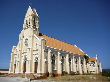 De Sint-Willibrorduskerk op Curaçao (foto: Mjhagen, CC A 3.0 U)