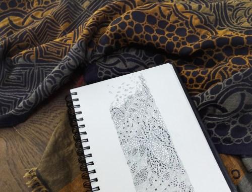©Véronique Milioni, Echarpe en matière naturelle motif Dessin Méditatif, créatrice, dessins méditatifs au trait, inspiré de la nature