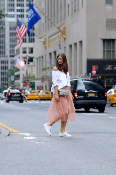 New York Streetstyle, New York City, 5th Avenue, Gucci Dionysus, Pleated Skirt, Offshoulder Bluse, Adidas Stand Smith, Dior So Real
