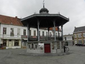 De markt van Aalter met zijn kiosk.