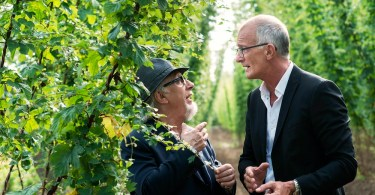 Jean Blaute en Ray Cokes tussen Poperinges hop