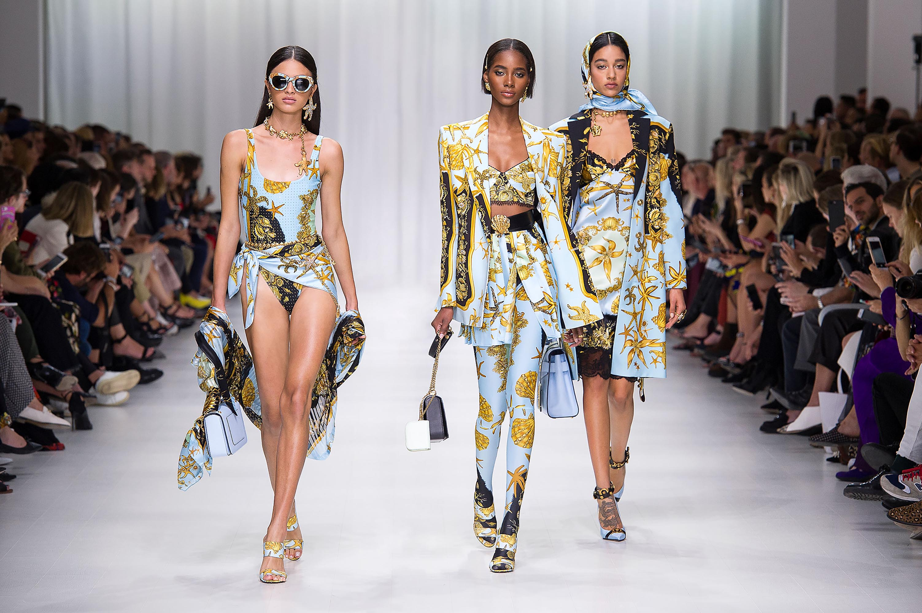 Versace Womenswear SS Fashion Show   US Online Store Spring Summer 2018 Women Fashion Show   Look 31