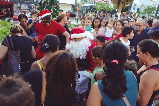 Papai-Noel-na-Praça-do-Pax-AC