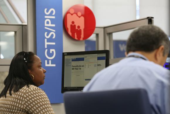 Agências da Caixa abrem nesta sexta feira para saque de contas inativas do FGTS. Foto: Fabio Rodrigues Pozzebom/Agência Brasil