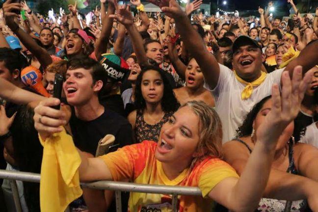 Público aproveitou com muito entusiasmo o show de Ricardo Chaves. Foto - Alex Regis - Secom-Natal