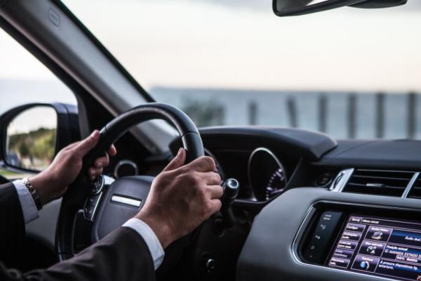 Aluguel Com Motorista: Locação Ou Fretamento?