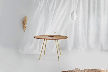 Lyzadie Flow Small Dining Table