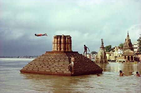 Man Diving, Benares