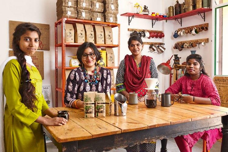 Arshiya Bose with volunteers at her workshop