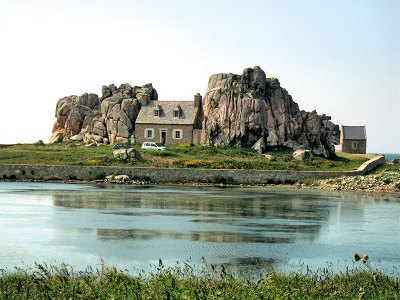 Castle Meur, the house between two giant granite boulders