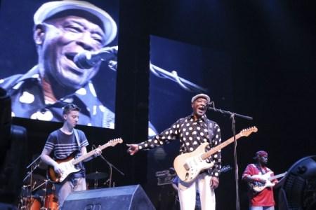 Quinn Sullivan, Buddy Guy at the Mahindra Blues Festival 2015