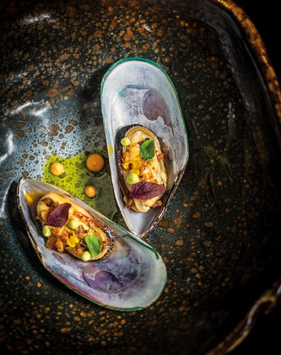 Chardonnay poached mussles