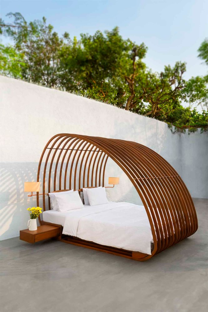 Reminiscent of a cosy nest; the Drey Bed