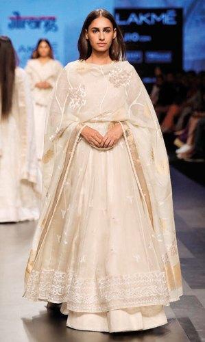 Jamdani ensemble by Gaurang