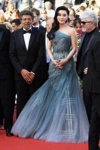Fan Bingbing In Atelier Versace and De Beers jewellery
