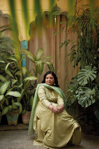 Fouzia Dastango in the Verandah of Ashok Mathur's Home in Roshanpura
