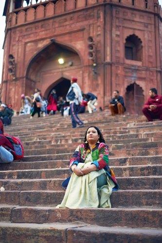 Fouzia Dastango on the Steps of Jama Masjid